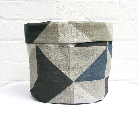 Plane Curve Soft Pots: Grey Charcoal Navy