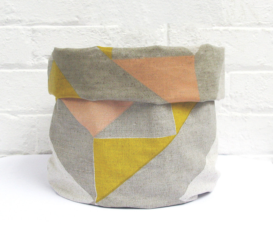Plane Curve Soft Pots: Pink Yellow Grey