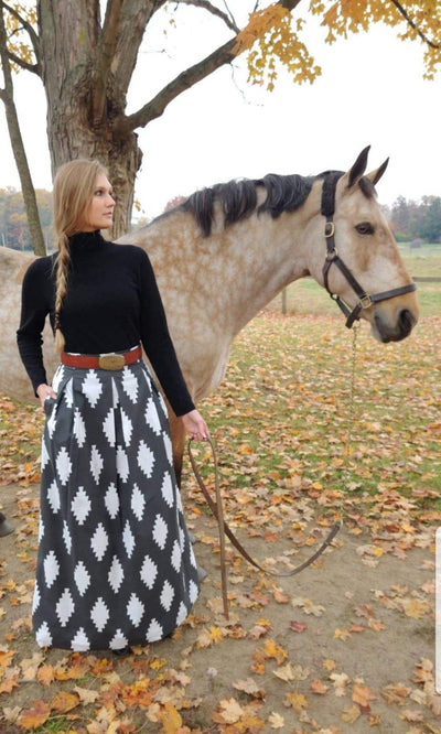 TAOS SKIRT WHITE ON CHARCOAL