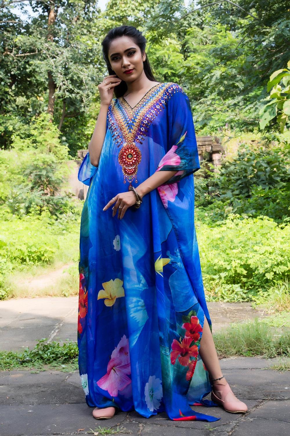 Silk Kaftan with a spiral of aromatic and colourful flowers and embellished neckline - Silk kaftan