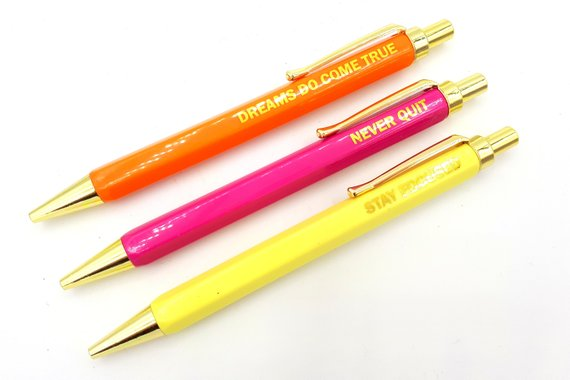 Set of 3 quote pens with shiny gold details | magenta, yellow & orange | quotes | never quit, dreams do come true, stay focussed