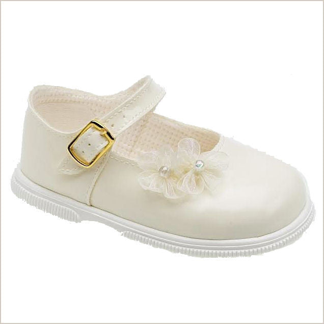 Girls' Shoes. Dress up your baby girl in a pair of girls' shoes from Belk. The collection features a variety of styles in baby, toddler and youth sizes. Flats, gym shoes, slip-ons, sandals - you'll find shoes she can wear every day to school and dress shoes for her Sunday best.