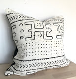 African Mudcloth Cushion Cover 'Ekon' | Bogolan Boho Pillow