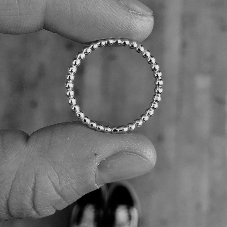 TINY DOT RING