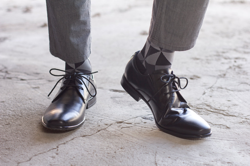 Going Bare Black socks with dress shoes