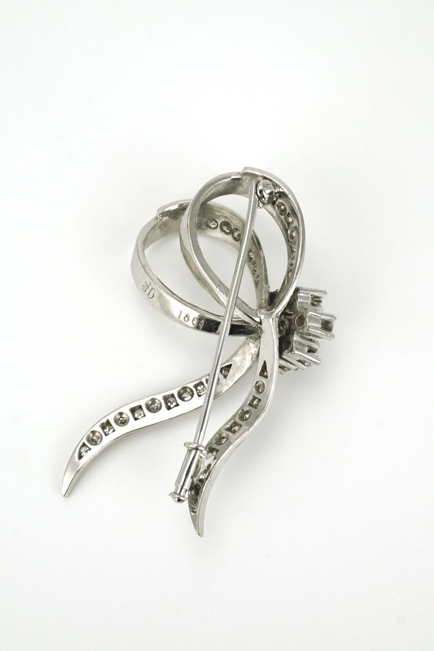 18k white gold diamond ribbon brooch pin 1960s