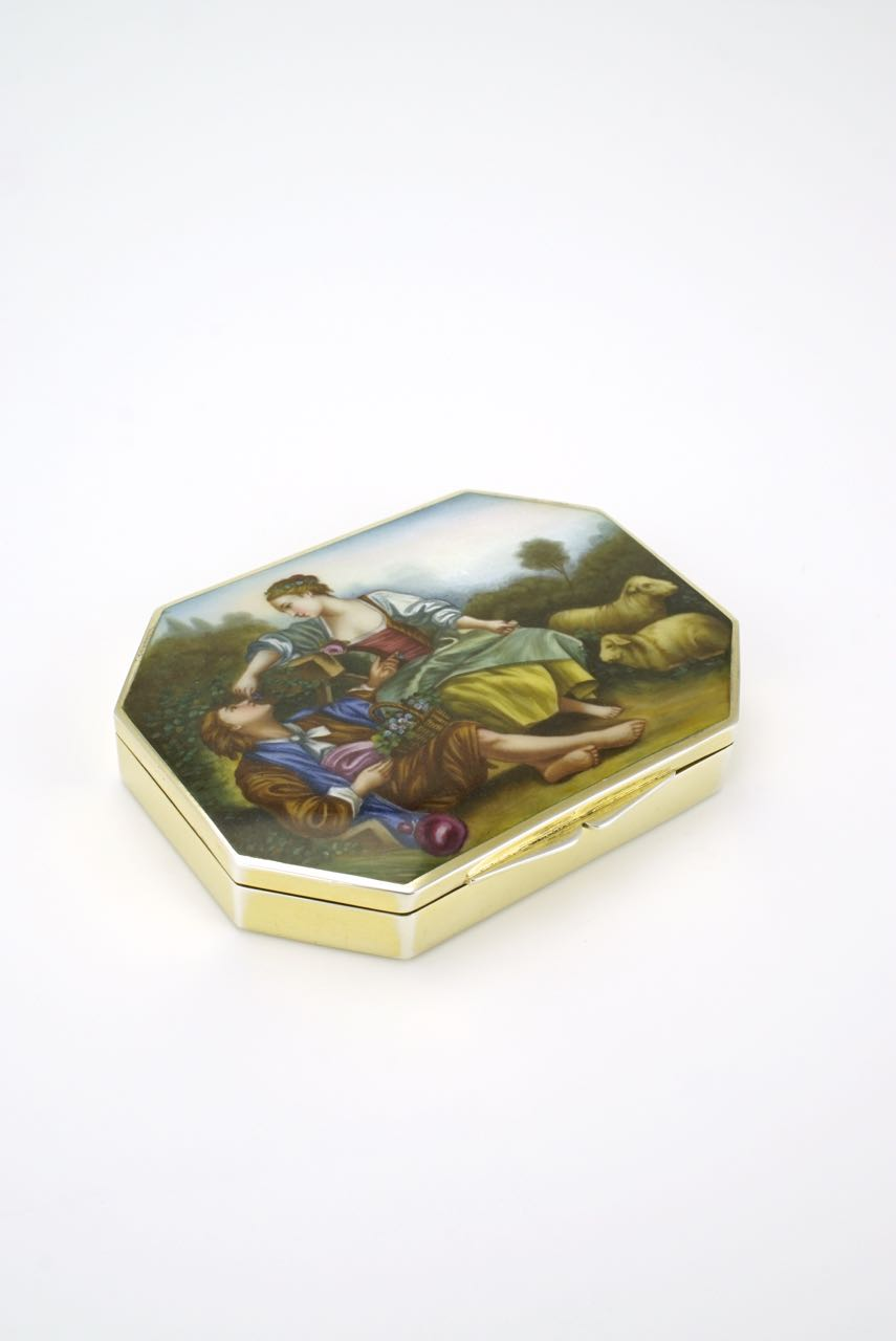 Swiss silver fine enamel courting couple case box 1930s