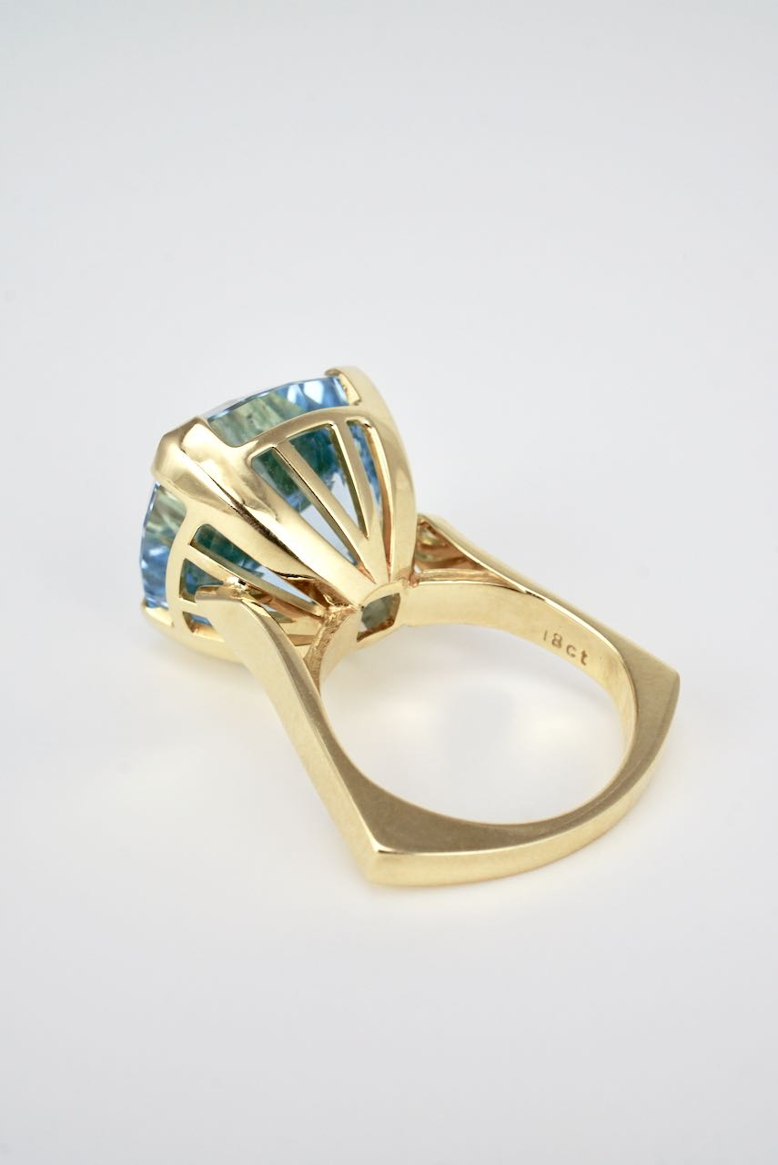 Vintage 18K Yellow Gold Cushion Cut Blue Topaz Cocktail Dress Ring