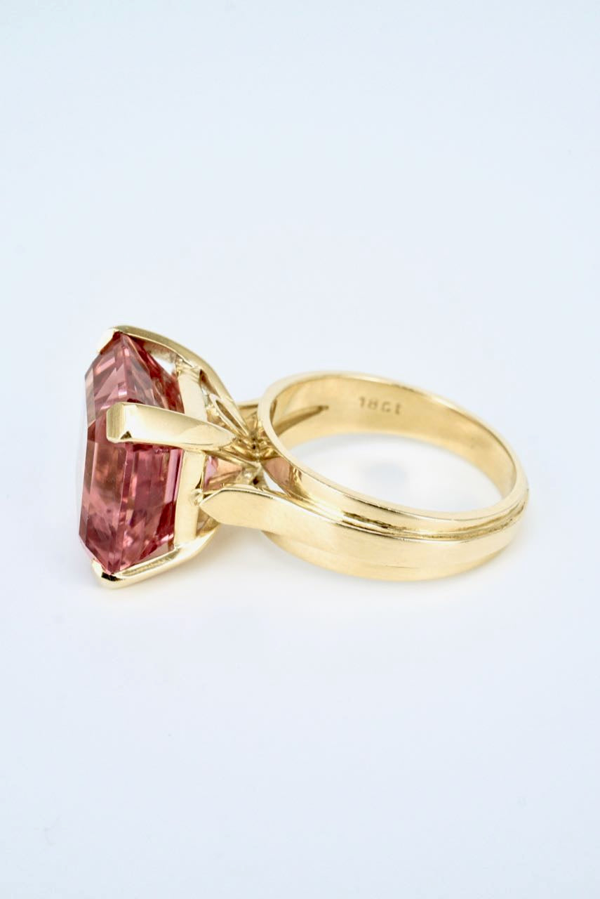 Vintage 18K Yellow Gold Square Pink Tourmaline Dress Ring