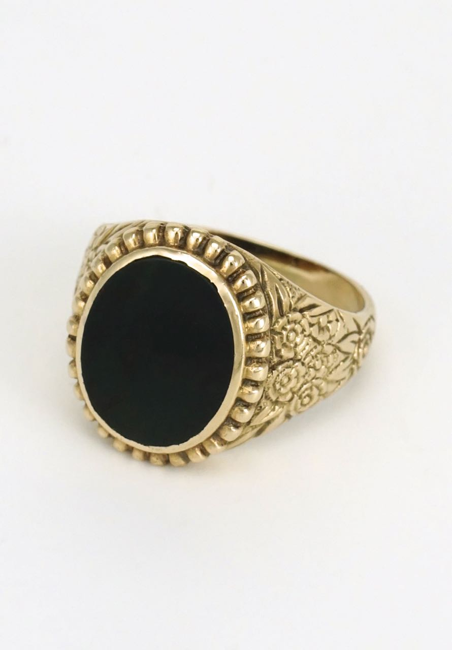 Men's oval 9k gold bloodstone signet ring 1970s