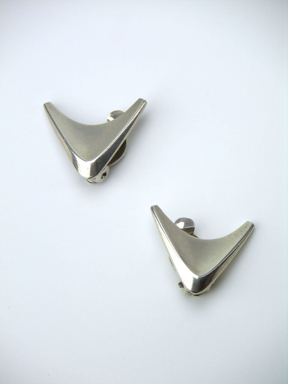 Danish silver modernist arrow head clip earrings