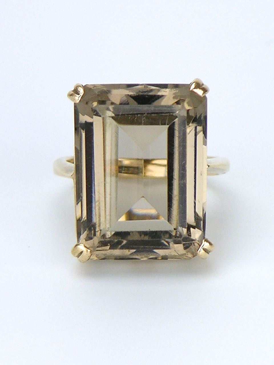 9k yellow gold smoky quartz cocktail ring