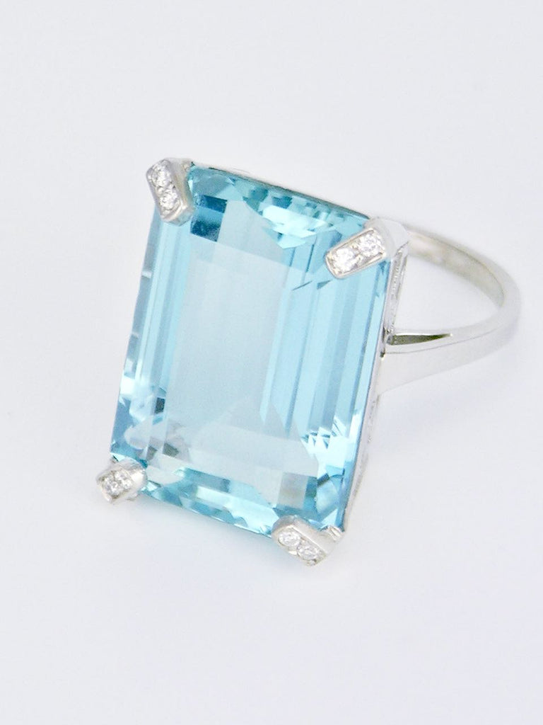 Vintage 18k White Gold Aquamarine and Diamond Ring