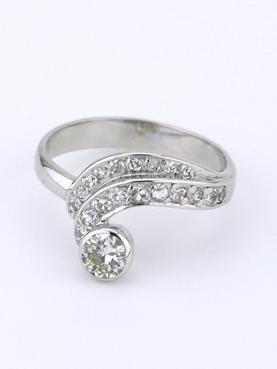 18k white gold and diamond swirl ring