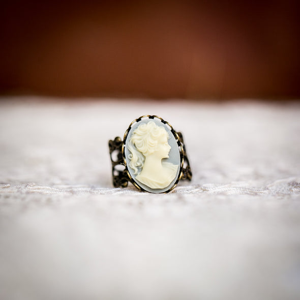 vintage cameo filagree ring, Classic Black with with White Cameo, front view