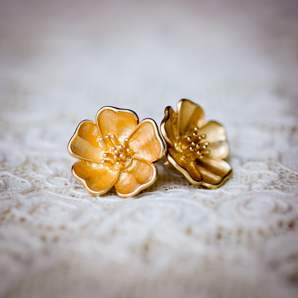 Sakura blossom golden studs on lace