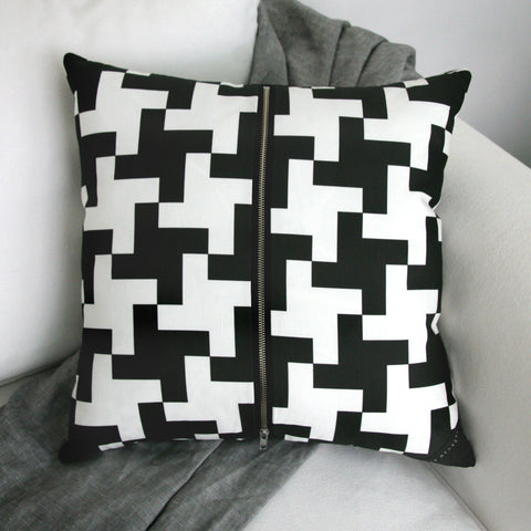 Cushion / Houndstooth Charcoal & White