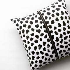 Cushion / Monochrome Cheetah / Front Zipper
