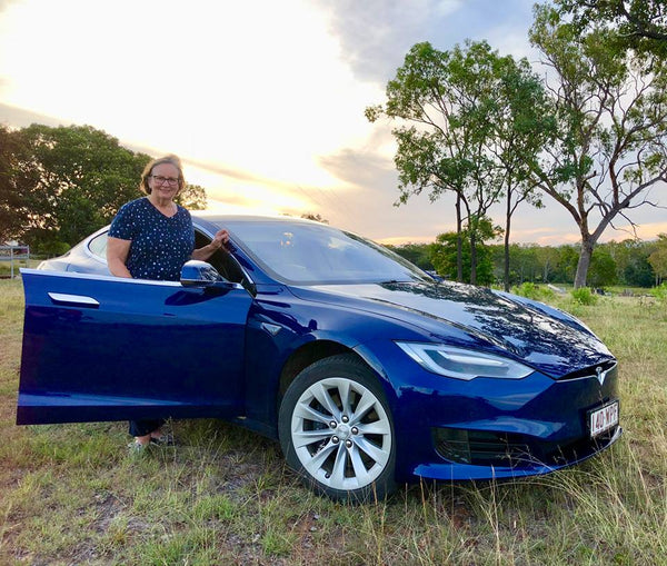 2018 Tesla Model S Camshaft: 70-Year-Old Goes On Australia Road Trip In Her Tesla Model