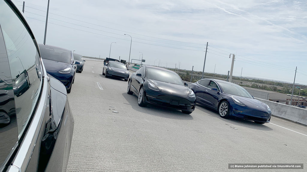 Recording of the Tesla Model 3 autonomous fleet on a expressway in Tampa, FL.