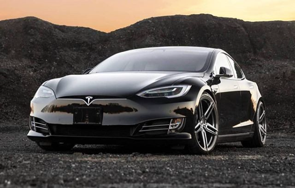Top Luxury Automakers Follow Tesla S Lead Others Turn Their Backs