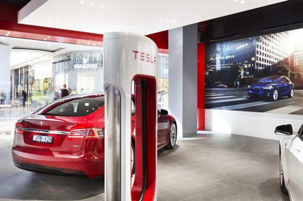 Tesla's Direct Sales Concept Puts It Ahead Of Traditional Dealerships