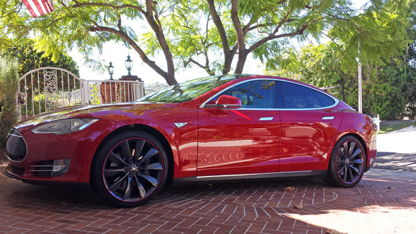 Tesl Model S red wheel bands