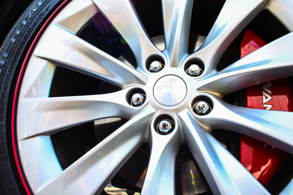 Gorilla Lug Nuts for Tesla Owners