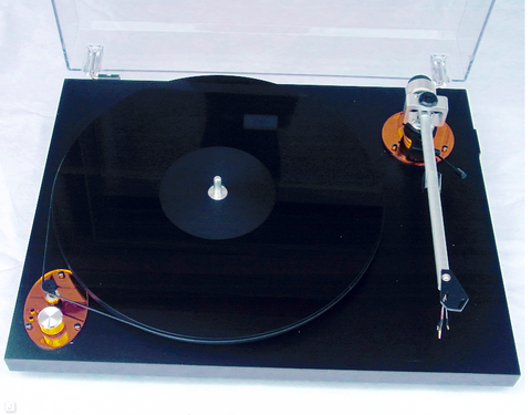 AMBER II Turntable with F7 tonearm