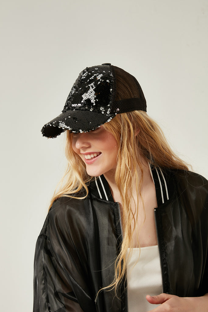 11780 Black-Silver Sequin Detail Black Cap