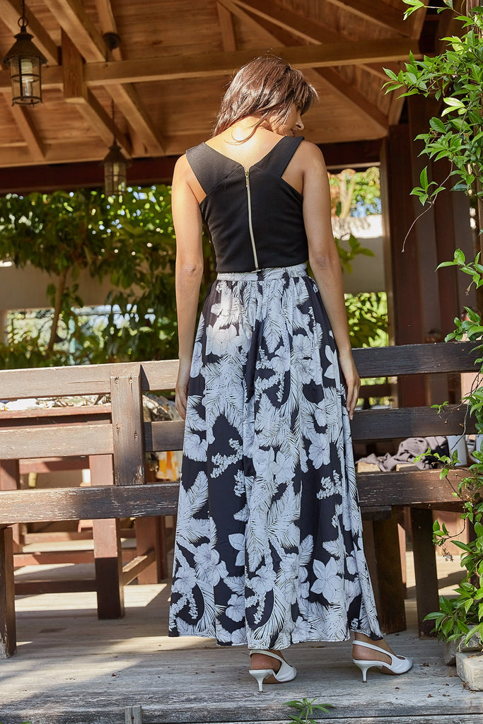 Flower Patterned Front Button Skirt-Black