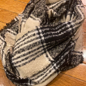 Off white/black infinity scarf