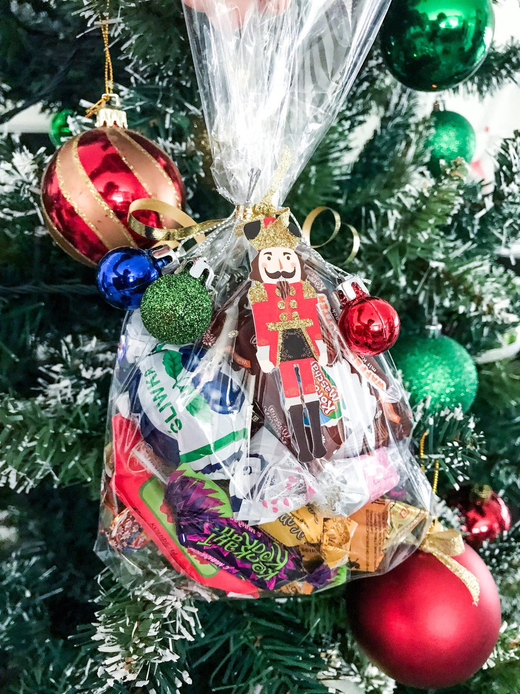 Christmas New Years gift N4 nutcraker - mix of russian and european chocolate and sweets 320g