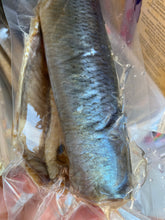 Load image into Gallery viewer, Salted herring head off gutted vacuum