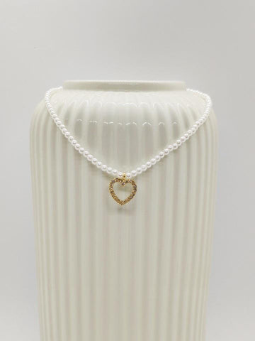 Pearl necklace with little heart