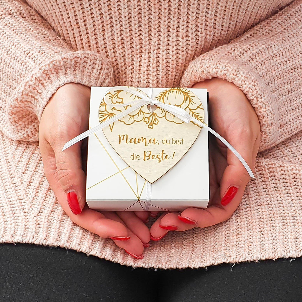 DIY gift idea for Mother's Day - gift box with engraved wooden heart and integrated photo gift Suzu Papers