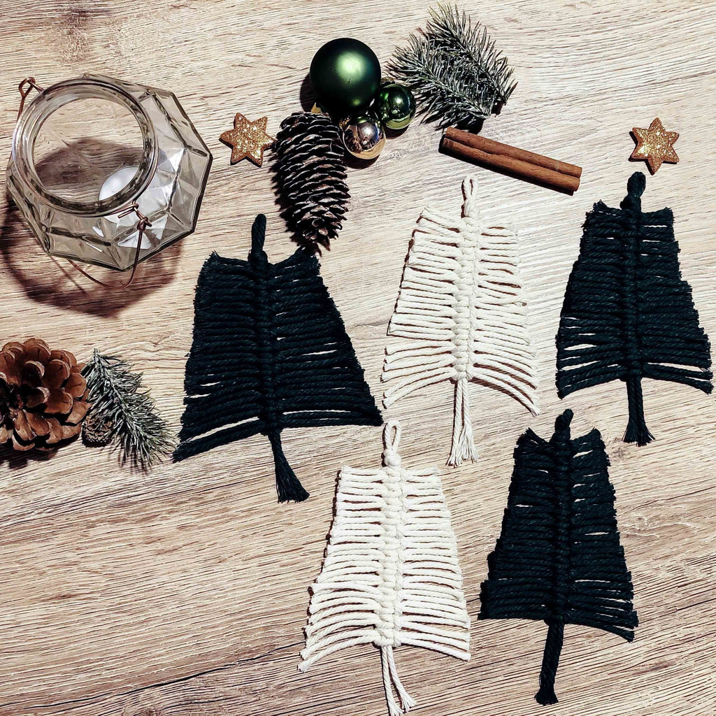 Step-by-step instructions: DIY macrame fir trees as a gift tag or for decorating | Suzu Papers