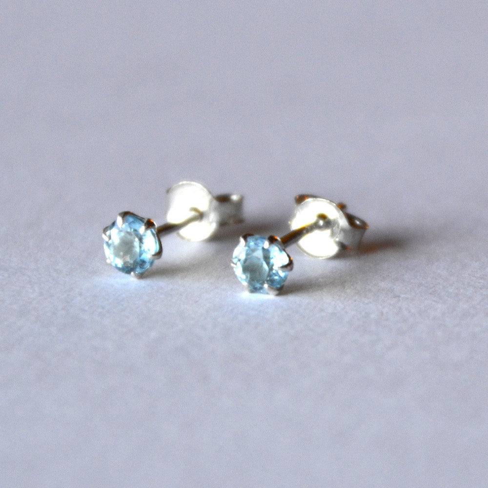sparkling with dozens of facetes blue topaz earring