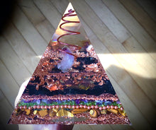 Load image into Gallery viewer, Deluxe Copper Amethyst Orgonite Pyramid