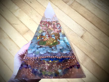 Load image into Gallery viewer, Deluxe Copper Larimar Orgonite Pyramid