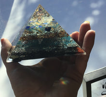 Load image into Gallery viewer, Small Lapis Lazuli Pyramid