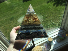 Load image into Gallery viewer, Blue Inference Orgonite Pyramid