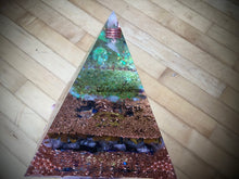 Load image into Gallery viewer, Deluxe Peridot Orgonite Pyramid