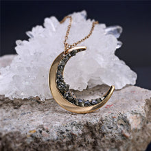 Load image into Gallery viewer, Vintage kolye Pendant Crescent Moon Necklace