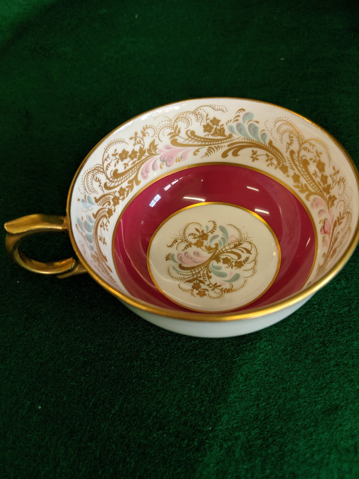 Vintage Windsor tea cup and saucer pattern 255/60