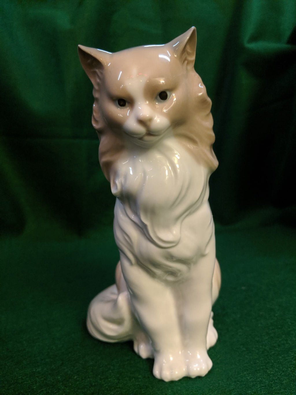 Nao Proud Cat porcelain figurine #254
