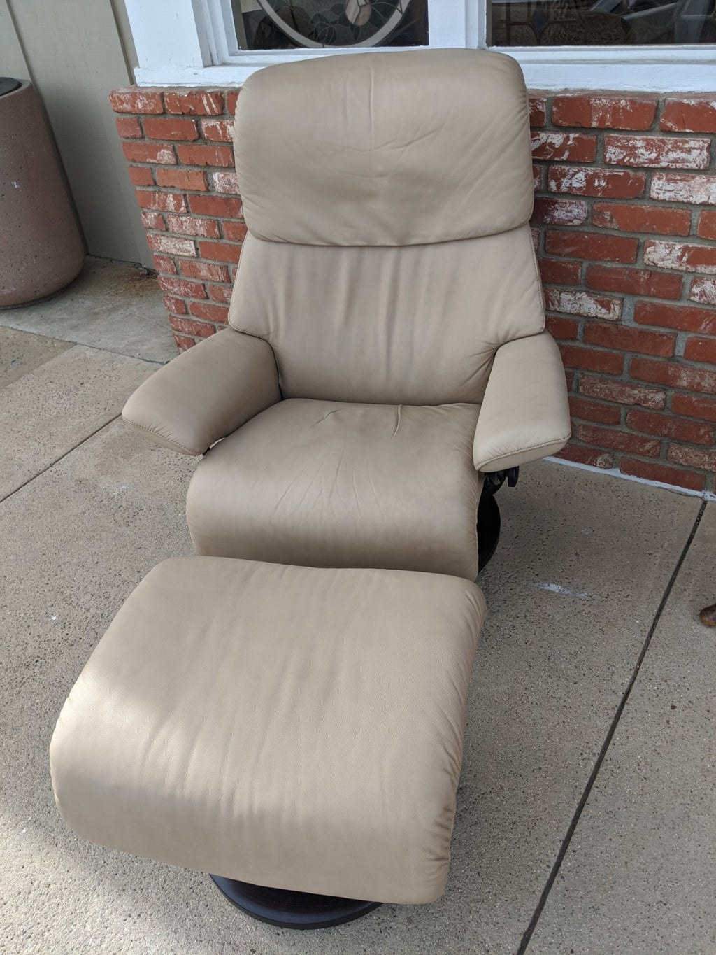 Ekornes Stressless Chair and Ottoman in Paloma Sand