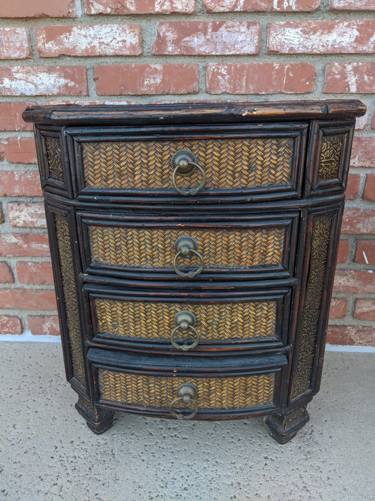 Vintage side table w chest of drawers