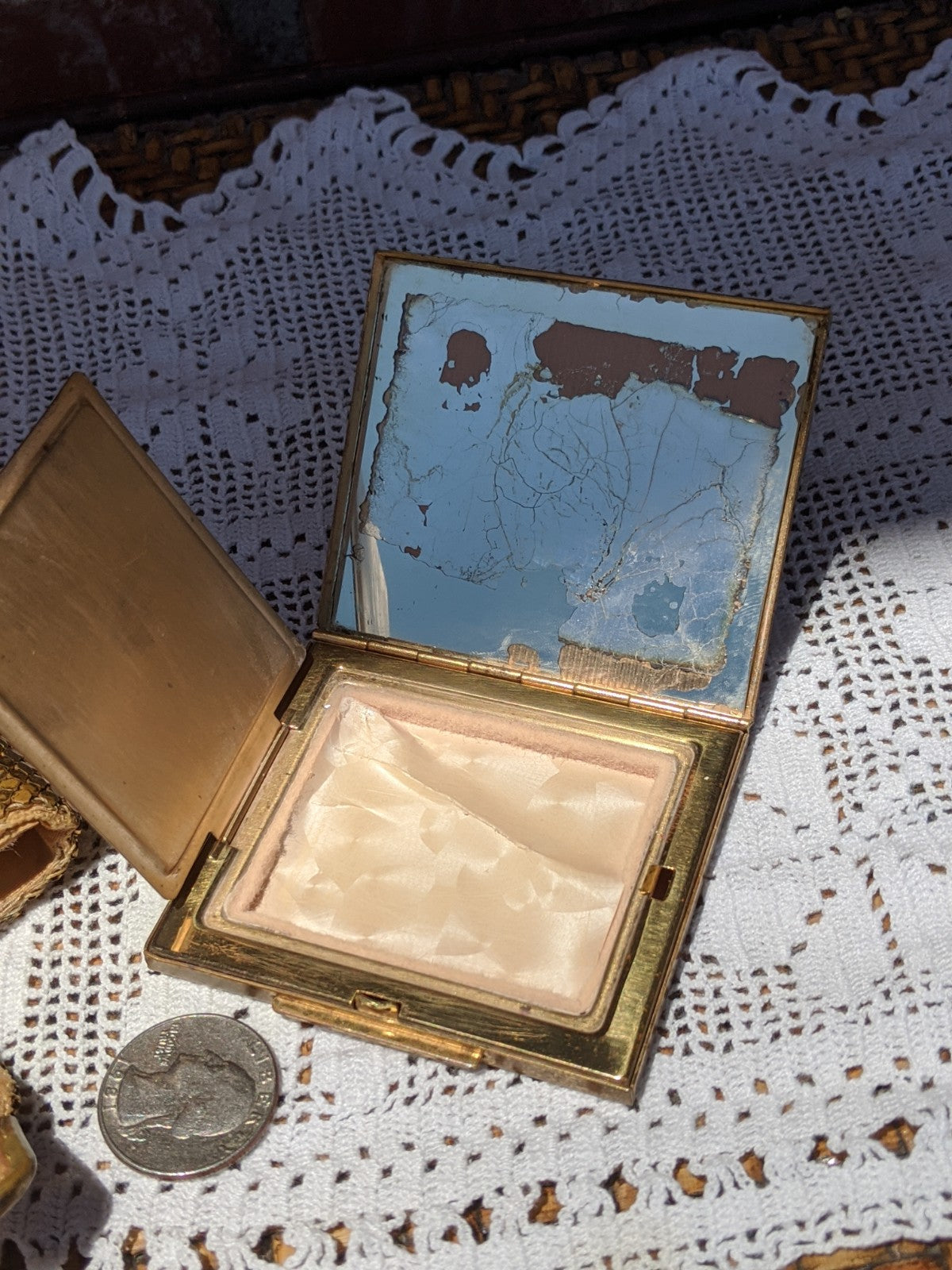 1940's era make-up compact with case