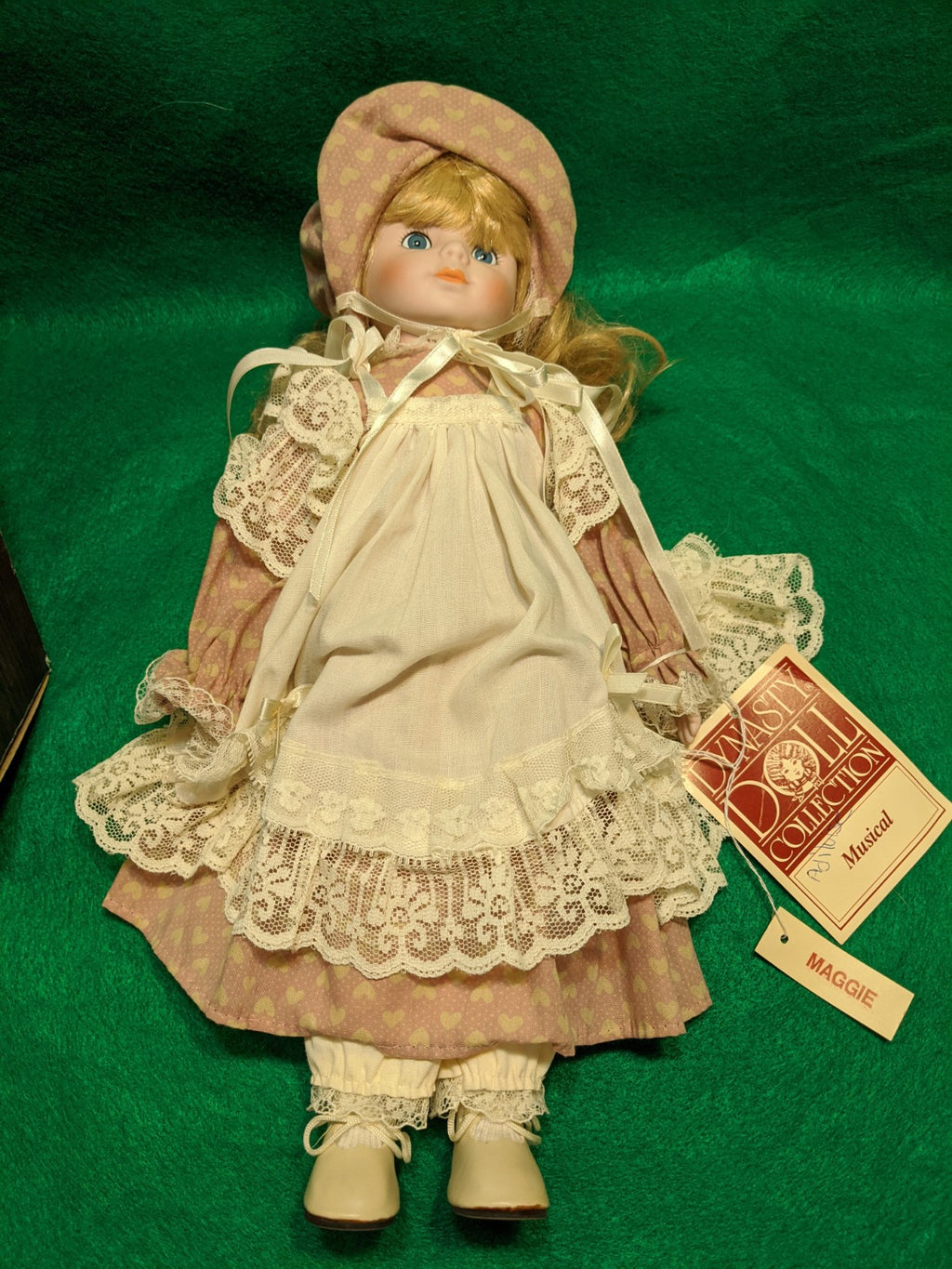 "Dynasty Doll Collection ""Maggie"" 33A D159"